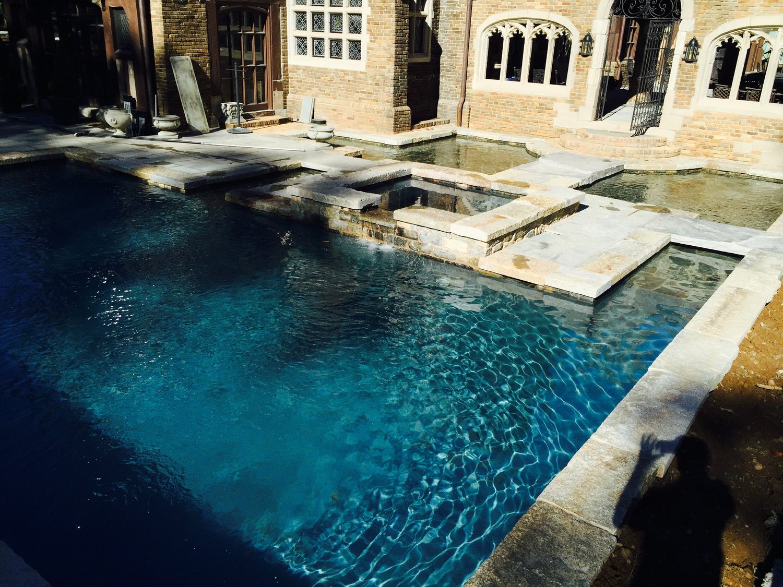 17' x 34' pool - 450 sf sunshelf moat with quartzite finish
