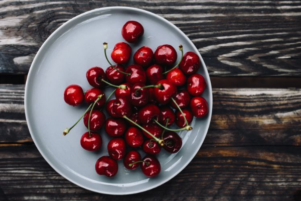 Picture courtesy of  https://kaboompics.com/photo/5019/fresh-cherries-on-a-simple-plate
