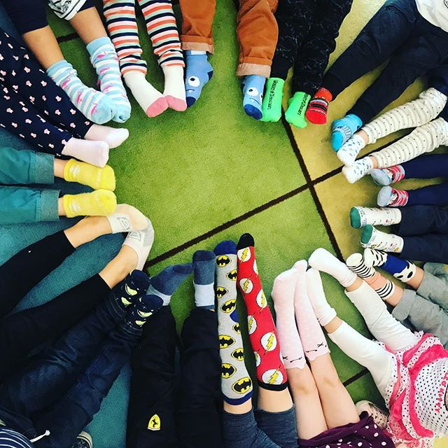 Happy Birthday Dr. Seuss! We had a fun week celebrating by reading books, wearing crazy clothes and socks, eating green eggs and ham, wearing our favorite hat, and reading more books. Always a favorite time of year. 📚  #preschool #thelittlegardenpreschool #readacrossamericaweek #drseussweek #drseuss #greeneggsandham #crazysocks #foxinsocksday #wackywednesday #onefishtwofishredfishbluefish #thecatinthehat #putmeinthezoobook