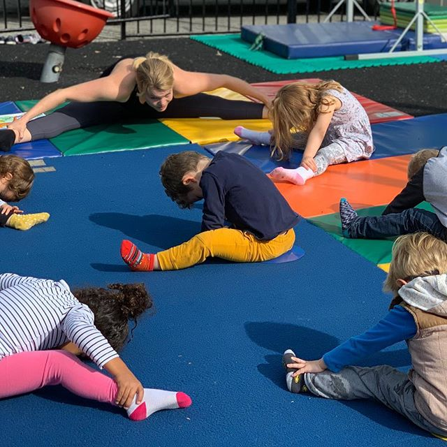 Second class with @danibeesactivities and it was a roaring good time! We took time machines to see the dinosaurs. Can you guess the children's  favorite move? 🦖🦕🤸🏽‍♂️ #thelittlegardenpreschool #preschool #gymnastics #dinosaurs #timetravel #jumps #ropeclimb