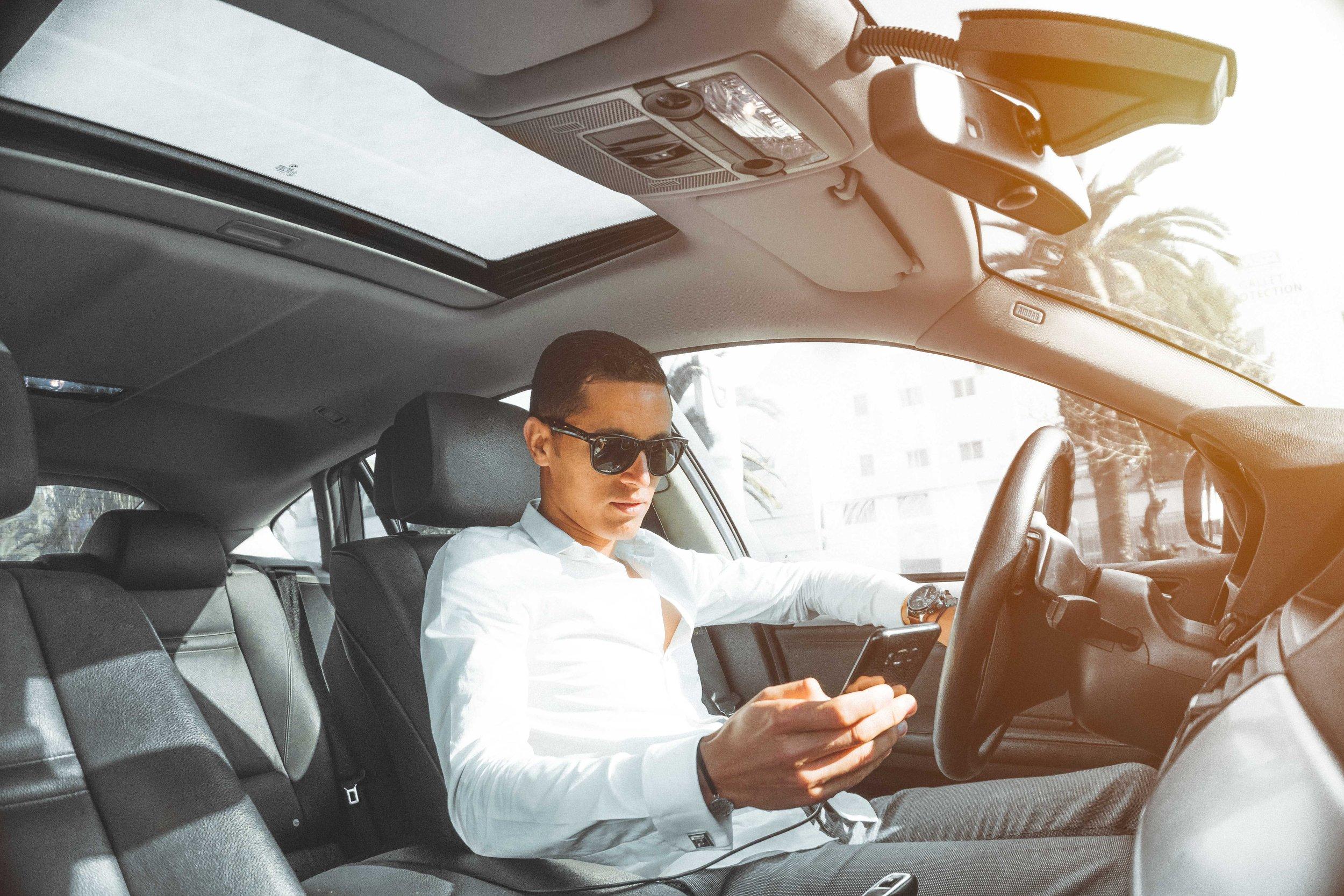 car-car-interior-cellphone-804128.jpg