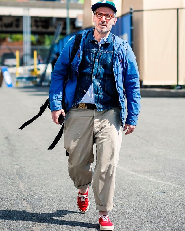 Layered Denim jacket + baggy chinos = Rad dad style!🔥 #kingpins #kingpinsshow #kingsofdenim