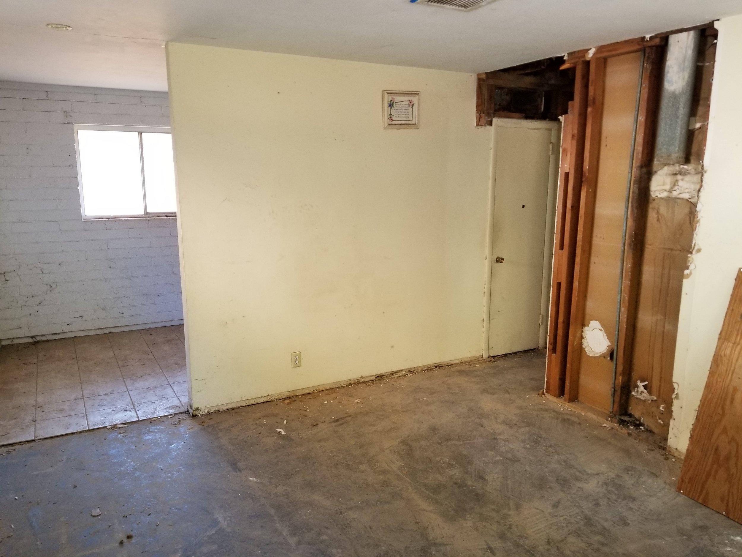Demo living & hallway