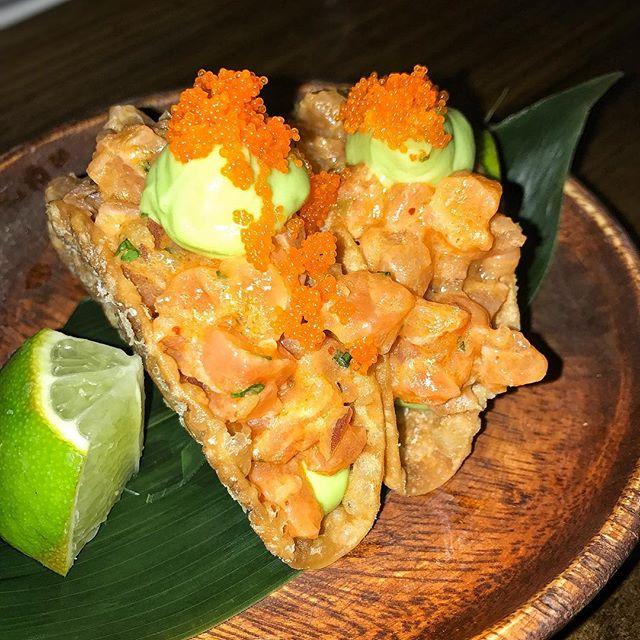 salmon tartare taquito | 🍣| avocado mousse, red pico de gallo, masago roe | #themiamimenu #pubbellysushi