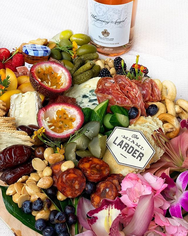 valentine's day special |❤️| order this amazing board now! delicious meat and cheese board that includes a bottle of rose or sparkling wine | #themiamimenu #themiamilarder