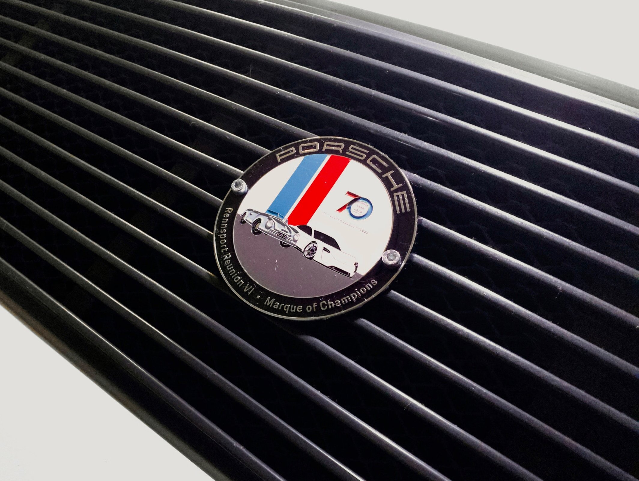 One of the coolest things from Rennsport was this grill badge, which they gave out for people completing a photo game in the RRVI app. It's a perfect match! -