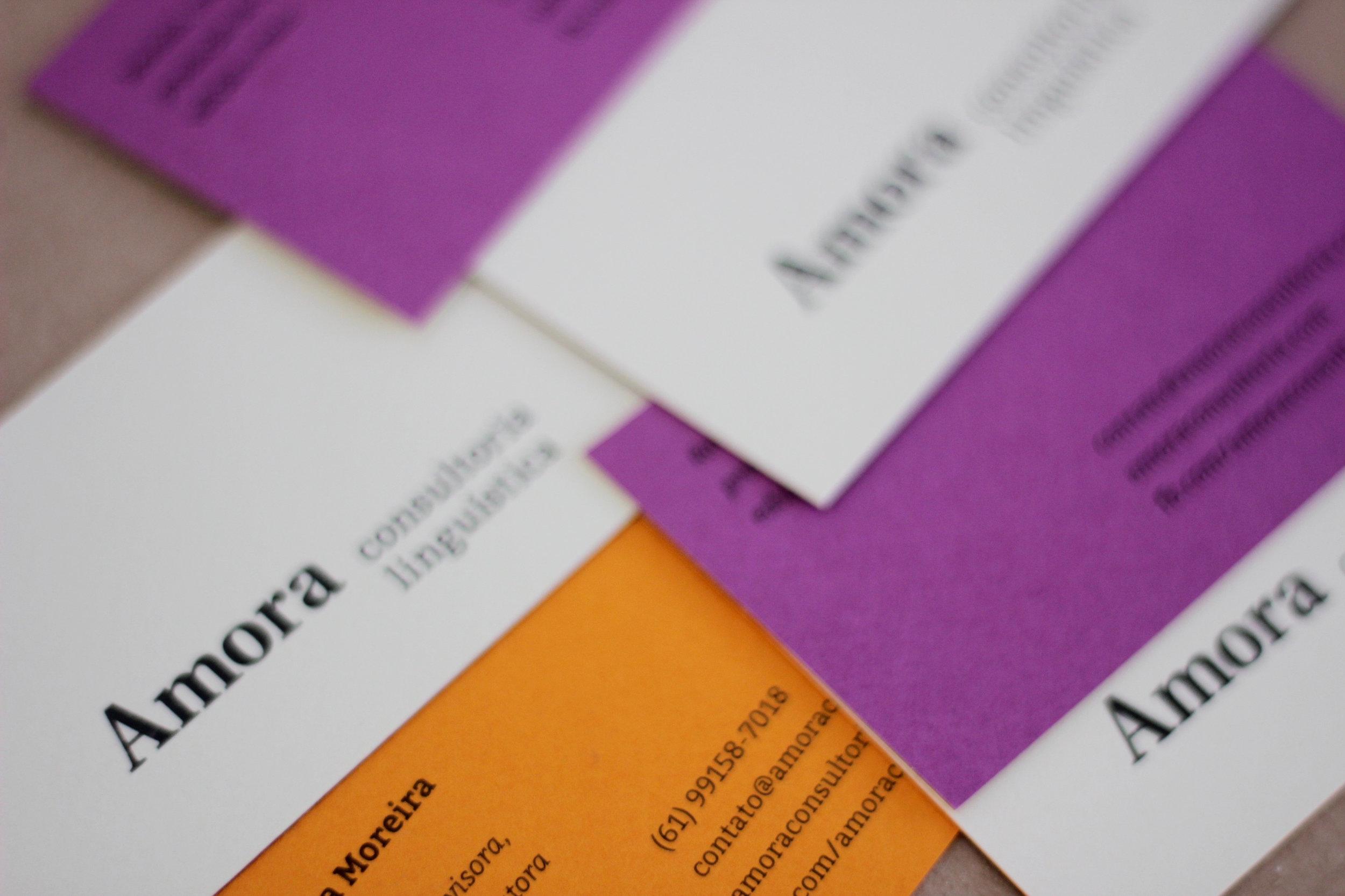 cartão de visitas: amora consultoria linguística