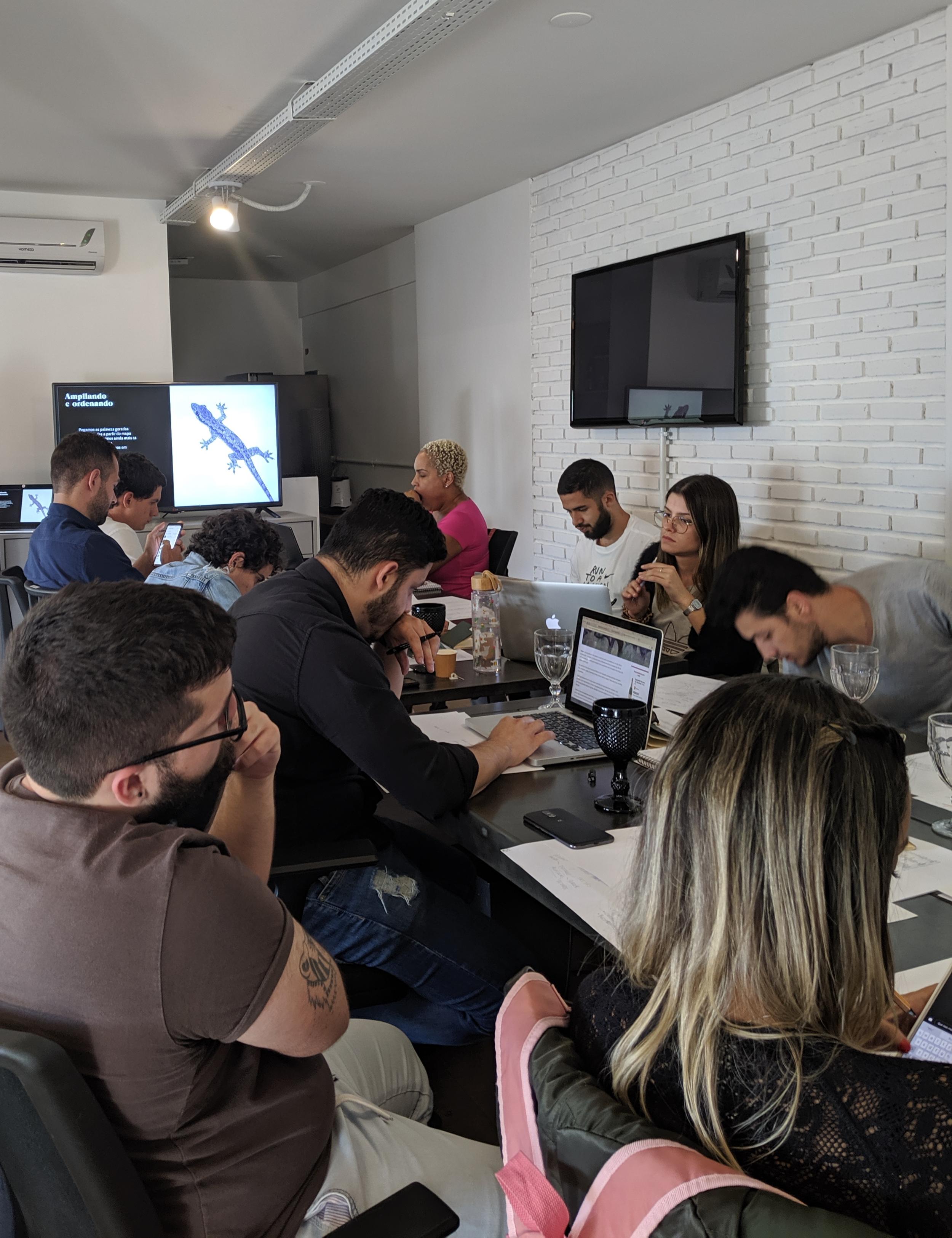 Workshop. Naming. Avocado Design e comunicação. Amora Consultoria.