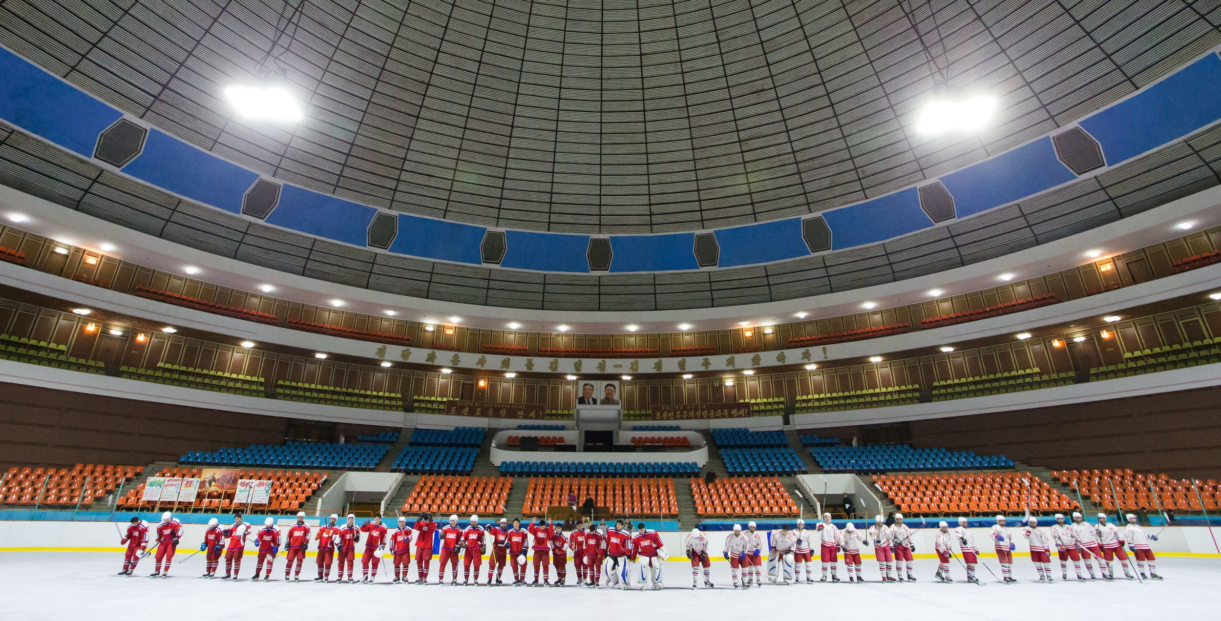 two-north-korean-hockey-teams.jpg