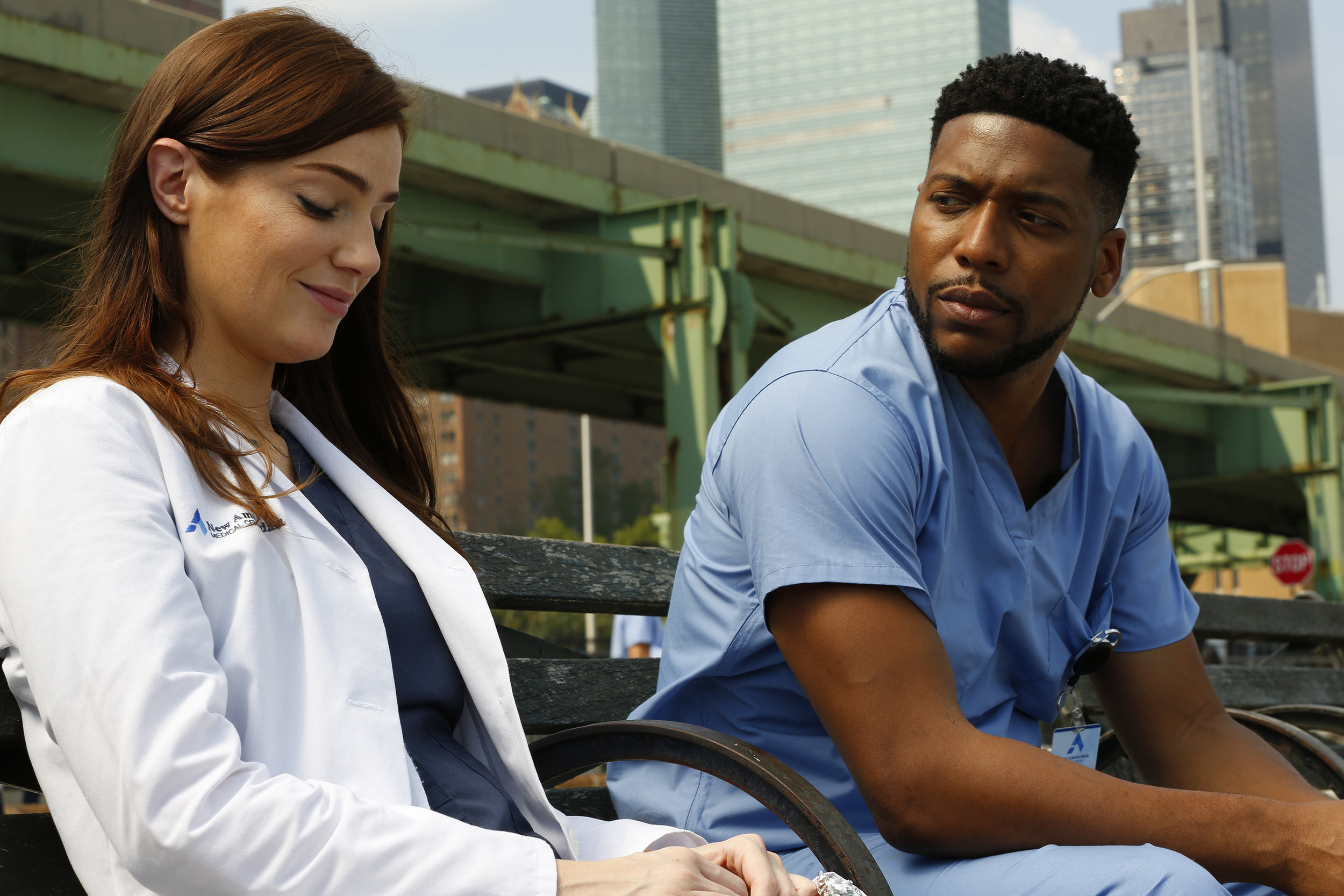 """NEW AMSTERDAM — """"Rituals"""" Episode 102 — Pictured: (l-r) Janet Montgomery as Dr. Lauren Bloom, Jocko Sims as Dr. Floyd Reynolds — (Photo by: Will Hart/NBC)"""