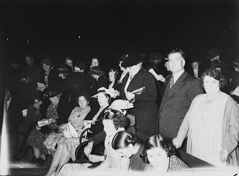 Salvation Army watchnight service in Australia,New Year's Eve 1940./Public Domain, from  here .