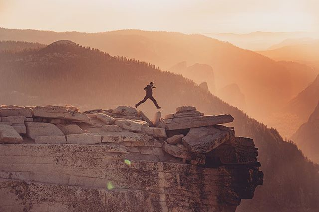 Do you ever hit obstacles over and over and just feel like you're either not getting anywhere, or maybe it's one step forward and two steps back!? Well, consistency is key, and the theme of the week is 'one step in front of the other'. Stay focused, you'll get there.  Here's a fitting image from the top of Half Dome in #Yosemite.