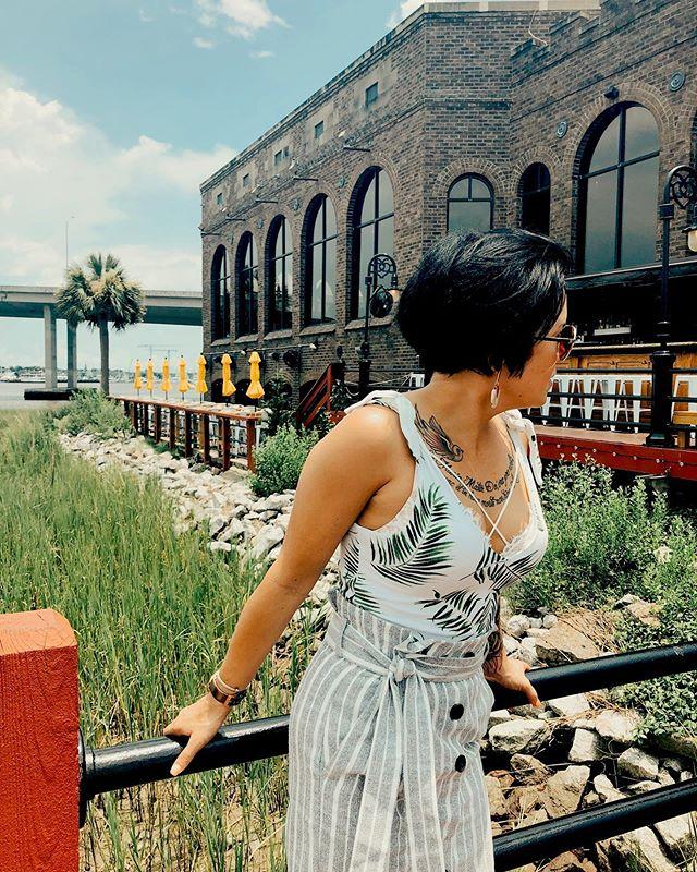 Enjoying a mini vaca in @explorecharleston 🌴🌊 . Body Suit + Skirt: @hm Lifestyle Account: @lifeoflaceyo #cdrestaurant . #laceyophotography #lifeoflaceyo #southcarolinaliving #southcarolina #fitmomlife #dcblogger #washingtondcphotographer #travelstyle #summerstyles #summeroutfit #hm
