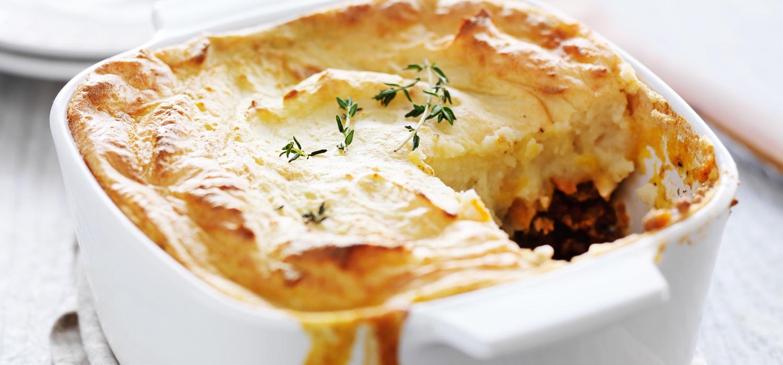 sheperd's-pie-with-beef-vegtables-garlic-potatoes.jpg