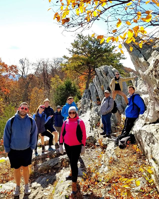 Saturday's hike was a perfect reminder of why fall is our favorite season. The colors were brilliant on our Buzzard Rock adventure. Join us for two more hikes before the colors fade! #trailsandalesdc #hikelocaldrinklocal #buzzardrocknorth #virginiabeermuseum #thefarmbreweryatbroadrun