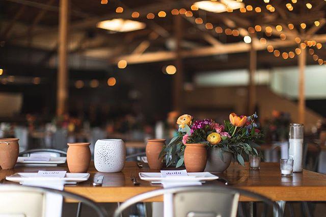 Designed to allow your imagination flow. Check out those ceramics though! 😍😍😍 . . . . . #bayareawedding#luxurywedding#weddingplanner#risingtidesociety#postitforaesthetic#darlingwedding#eventdesign#eventproducer#Eventplanner#entireproductions#sfweddingphotographer#sjevent#sanjoseevent#bayareaevent#flowerarranging#dtsj#sanjoseliving#weddinginspiration#californiawedding