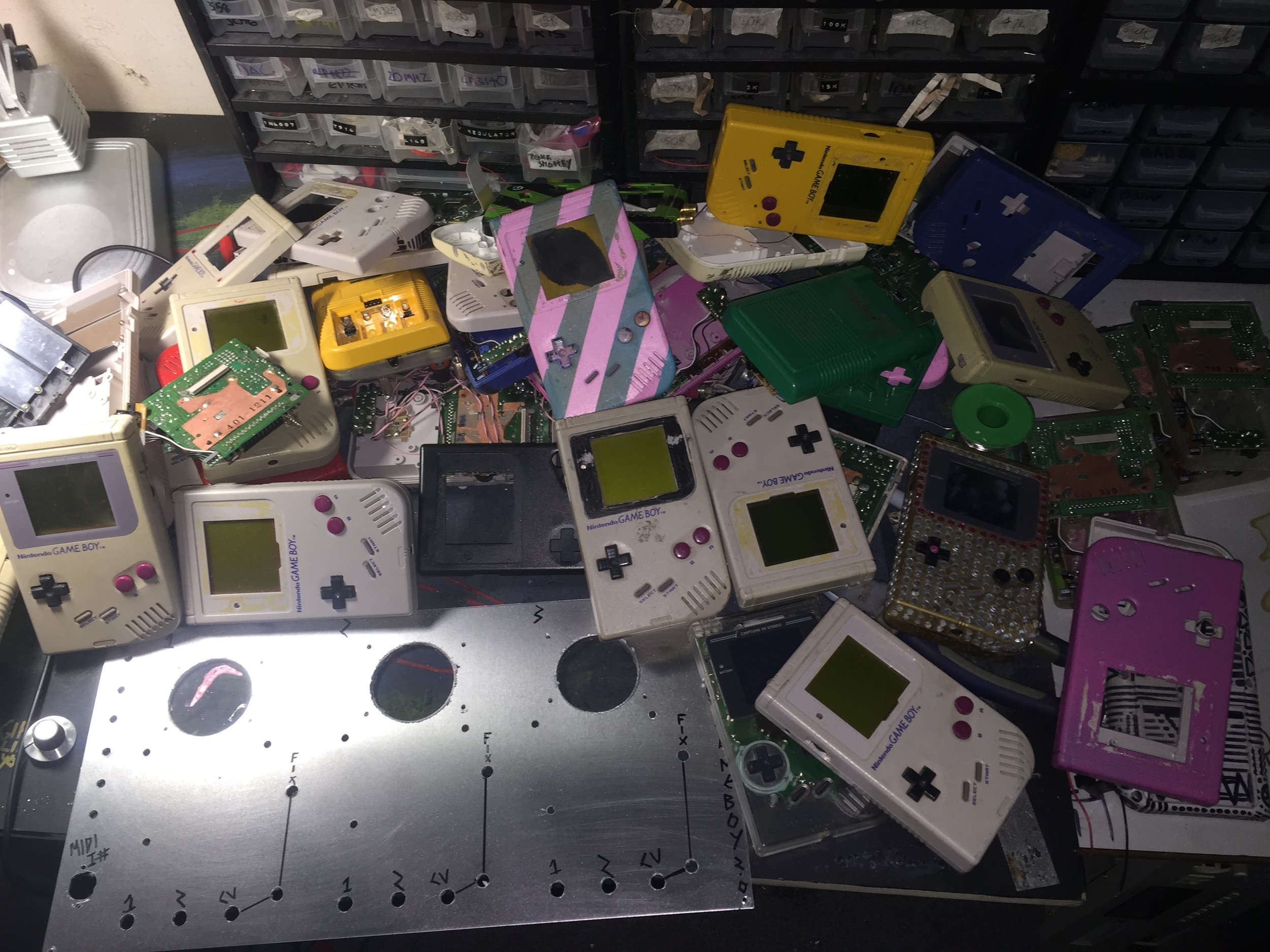 First find gameboys that work. A couple of years ago i managed to amass over 200 gameboys, sadly im left with the offcuts after backlighting and pro sounding them all. so it was a case of making 3 work again.