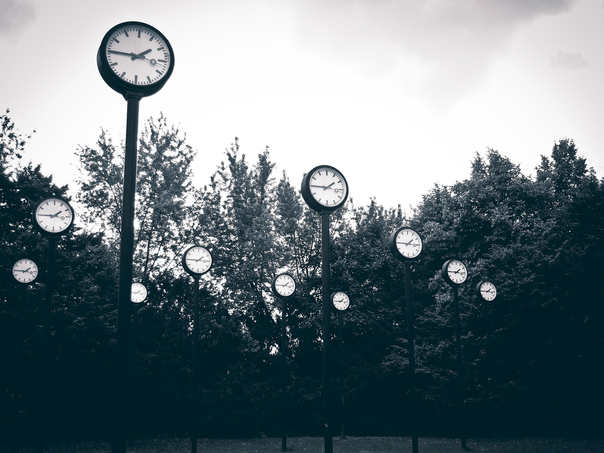 Image of clocks accompanying article about the importance of mindfulness and pausing