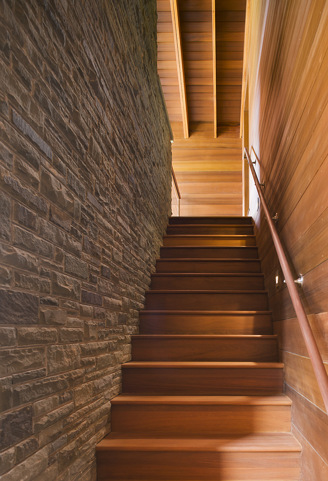 MIF2443outbuildingstairs.jpg