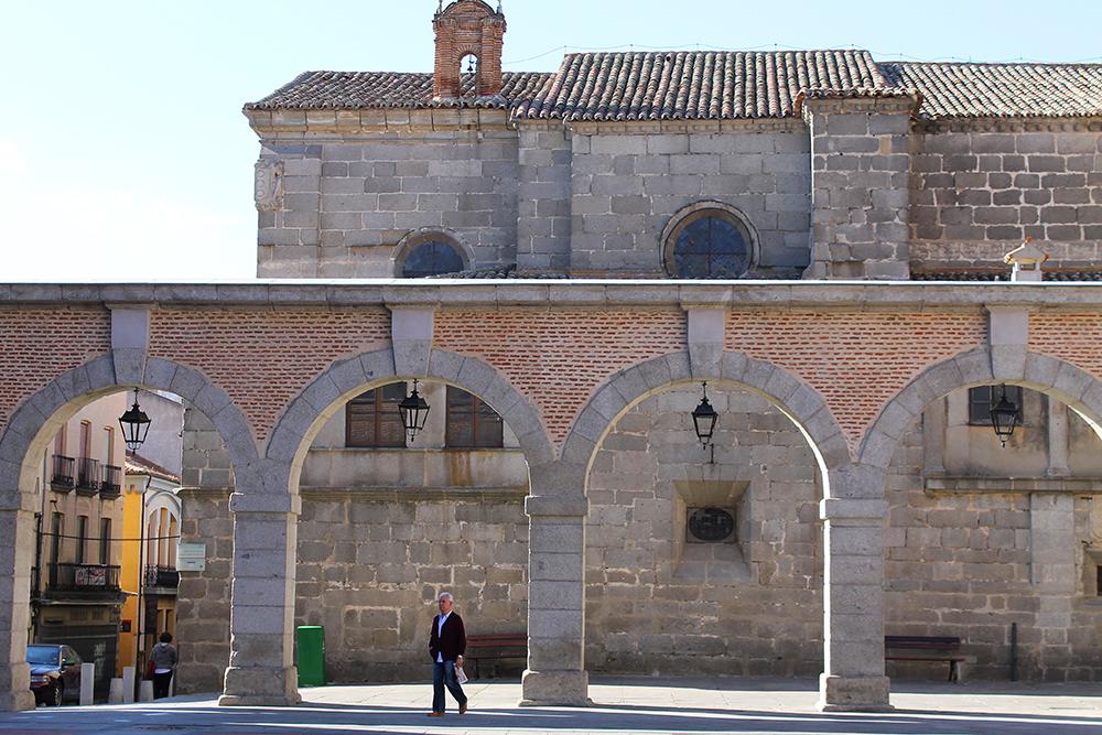 ÁVILA: Ávila er en vakker by å rusle rundt i. Foto: Tenk Koffert