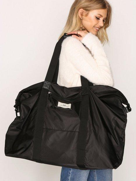 DAY BIRGER ET MIKKELSEN: Myk bag som kan bæres over skulderen. Foto:  Nelly.com