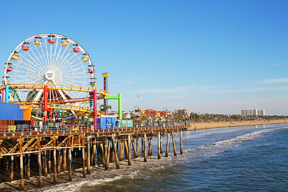 SOL OG SOMMER: Det er mye fint og morsomt å se i Santa Monica. Og å bade og bruke stranden er helt gratis. Foto: Hedda Bjerén