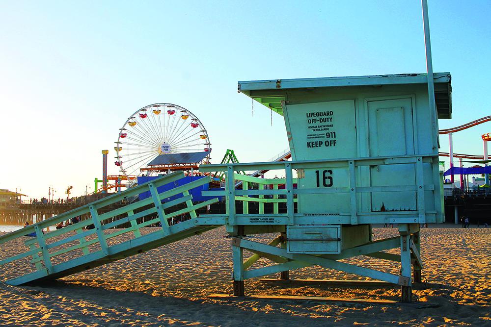 SANTA MONICA: Se de fine livredderhusene på stranda og kom helt i Baywatch-modus! Foto: Hedda Bjerén