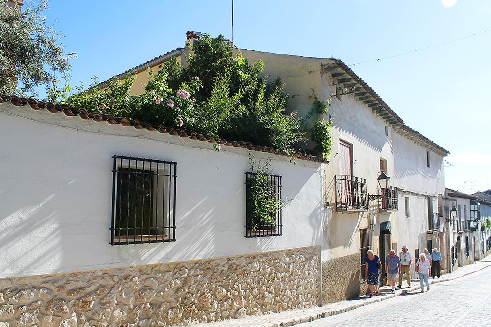 CHINCHON: En liten og rolig landsby utenfor Madrid, som passer godt for deg som ikke ønsker å bo midt i storbyens mas og kjas. Destinasjonen er også ypperlig som dagstur, et kjærkomment avbrekk fra bylivet. Foto: Tenk Koffert
