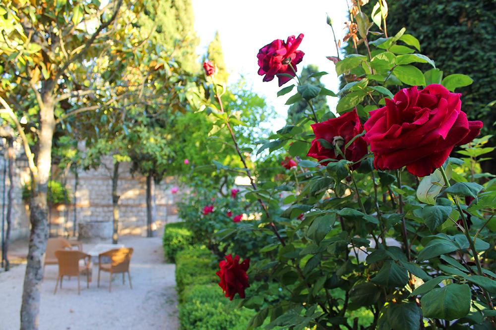 PARADOREN I CHINCHON: Skulle ønske jeg hadde like fin hage hjemme ... Foto: Tenk Koffert