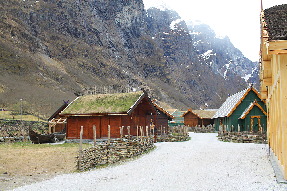 NJARDARHEIMR: I løpet av 2018 skal det landsbyen bygges ut, med flere bygninger. Foto: Reisebloggen Tenk Koffert
