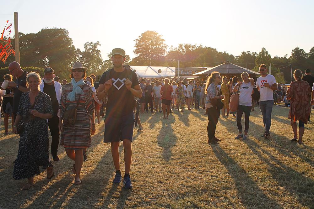HEARTLAND: Festivalliv i solnedgang. Foto: Tenk Koffert