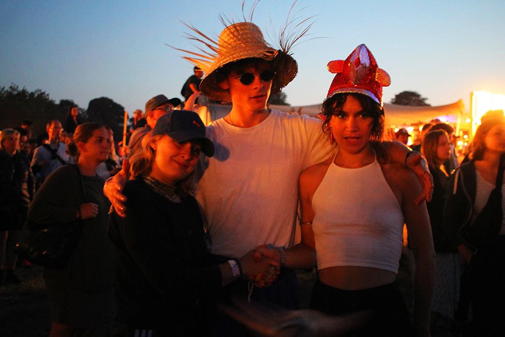 HEARTLAND: Fine og glade festivalgjengere. Foto: Tenk Koffert
