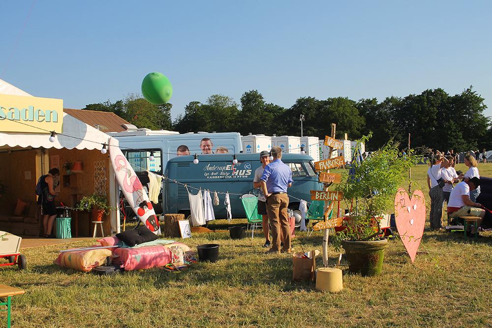 DREAMLAND: Inne på campingområdet er det et kontor som hjelper deg om du skulle ha noen knipe av noe slag. Foto: Tenk Koffert