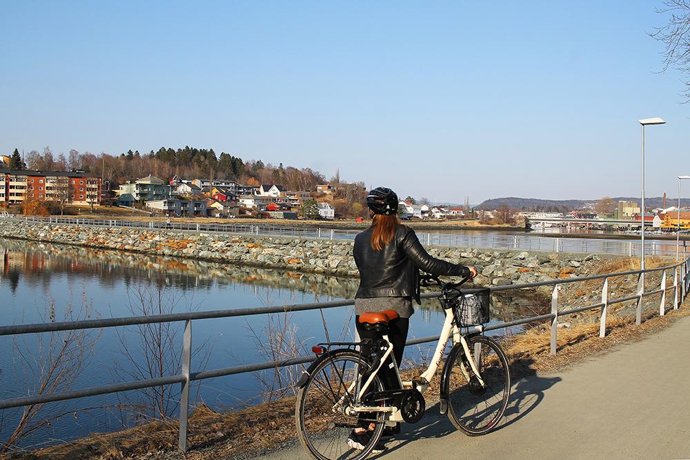 TENK KOFFERT PÅ SYKKELTUR: Her er jeg på sykkeltur i Levanger. Foto: Kathrine Kragøe Skjelvan