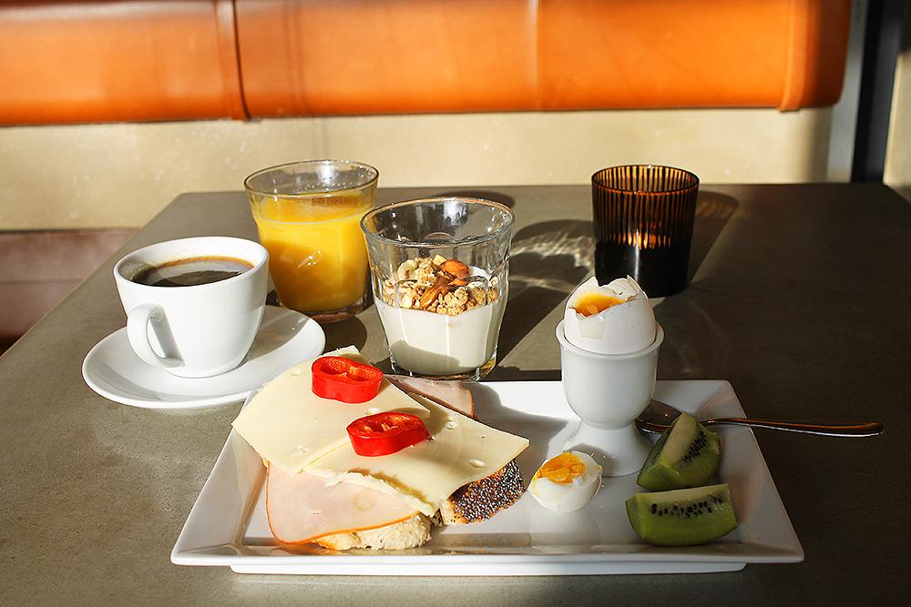 "GOD FROKOST: Jeg nøt min ""morgenmad"" i solen. Foto: Tenk Koffert"