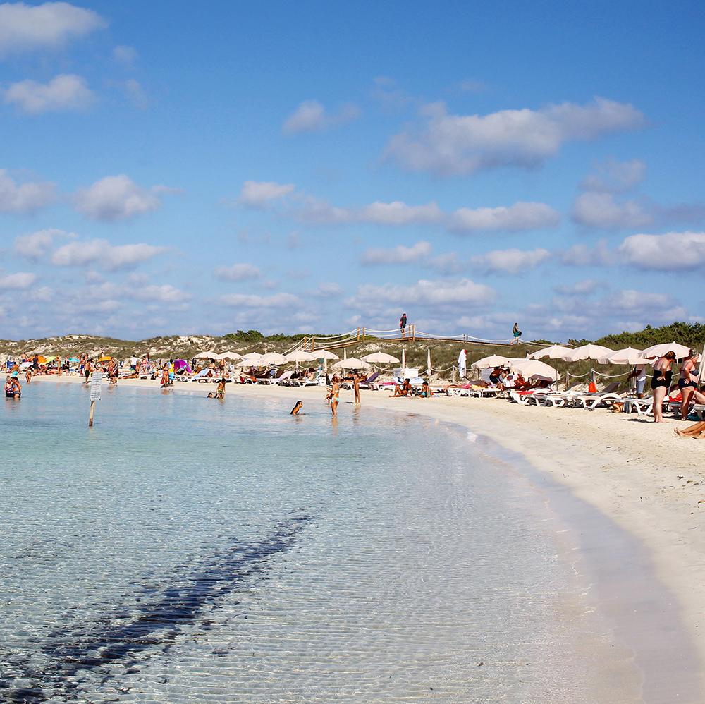 FORMENTERA: Dette er Formenteras mest populære strand. Foto: Tenk Koffert
