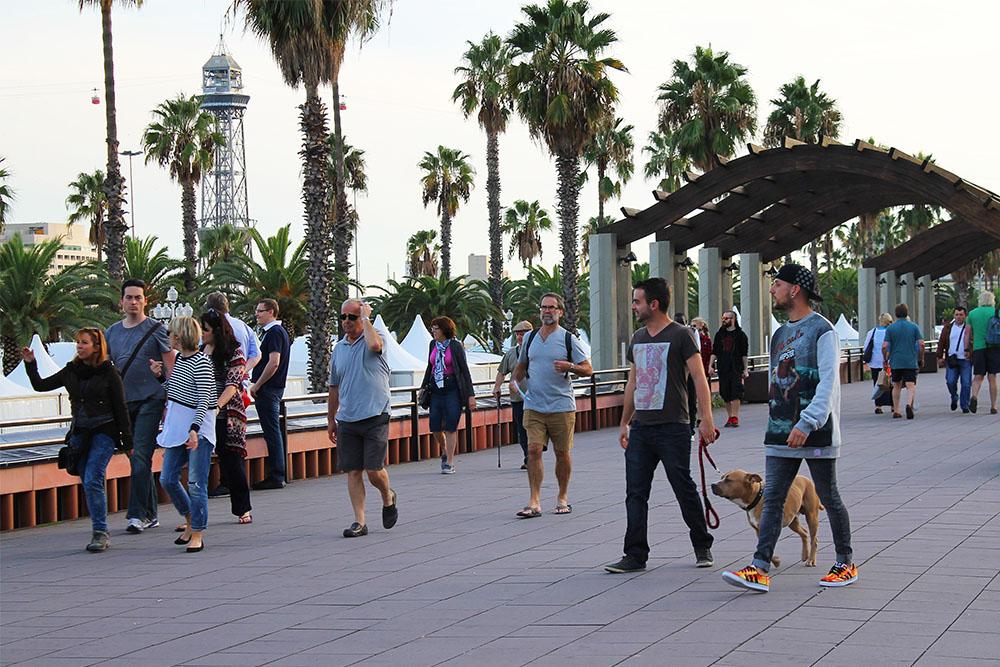 BARCELONA: Boblekunst like ved strandpromenaden i Barcelona. Foto: Tenk Koffert