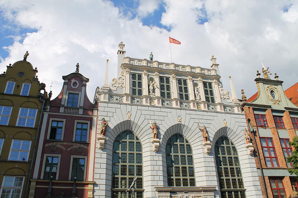 SE OPP: Når du er i Gdansk; husk å ta en titt opp på bygningene, det er så mye flott arkitektur her! Foto: Tenk Koffert