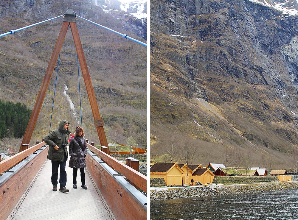 PÅ VEI TIL VIKINGLANDSBYEN: Fra kaia går det en bro over til vikinglandsbyen. Det tar vel omtrent ett minutt og gå, og det er umulig å ikke finne fram. Foto: Reisebloggen Tenk Koffert
