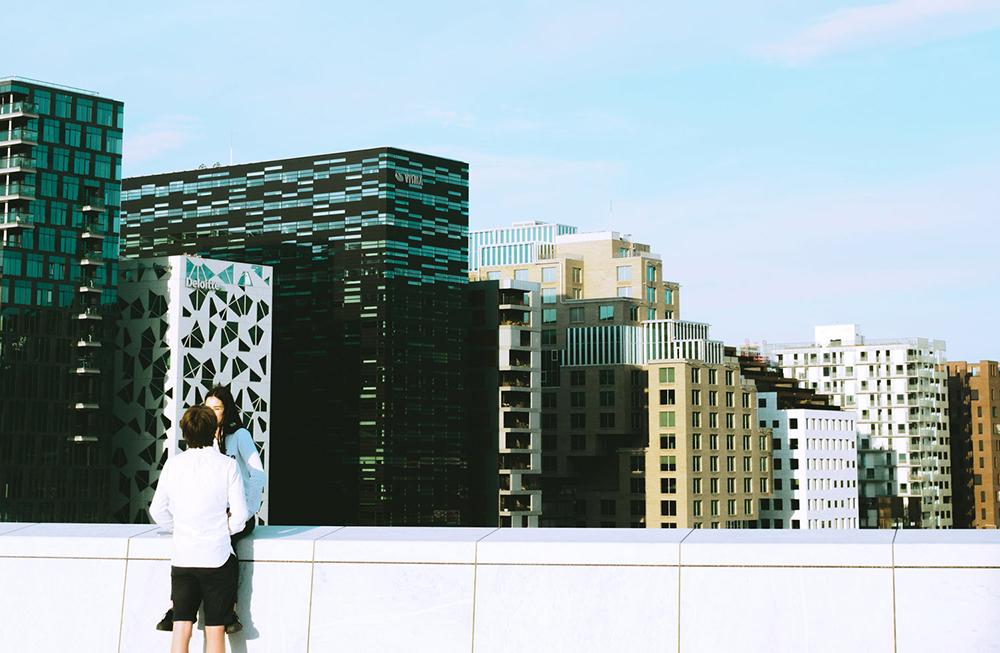 PANORAMA: Fin utsikt fra taket på Operahuset i Oslo – som er åpent for alle. Foto: Jonas Anhede/VisitOslo