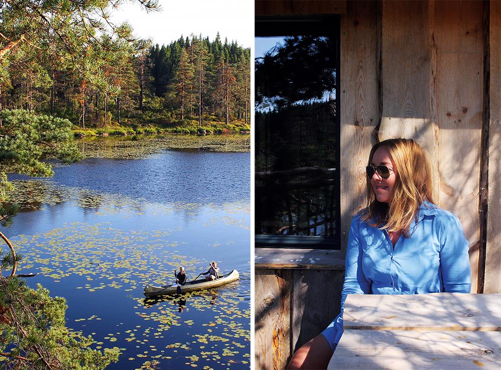 JULI: Her sitter jeg på hyttas veranda og ser utover tjernet, hvor ungdommene var ute og moret seg i kanoen. Foto: Tenk Koffert