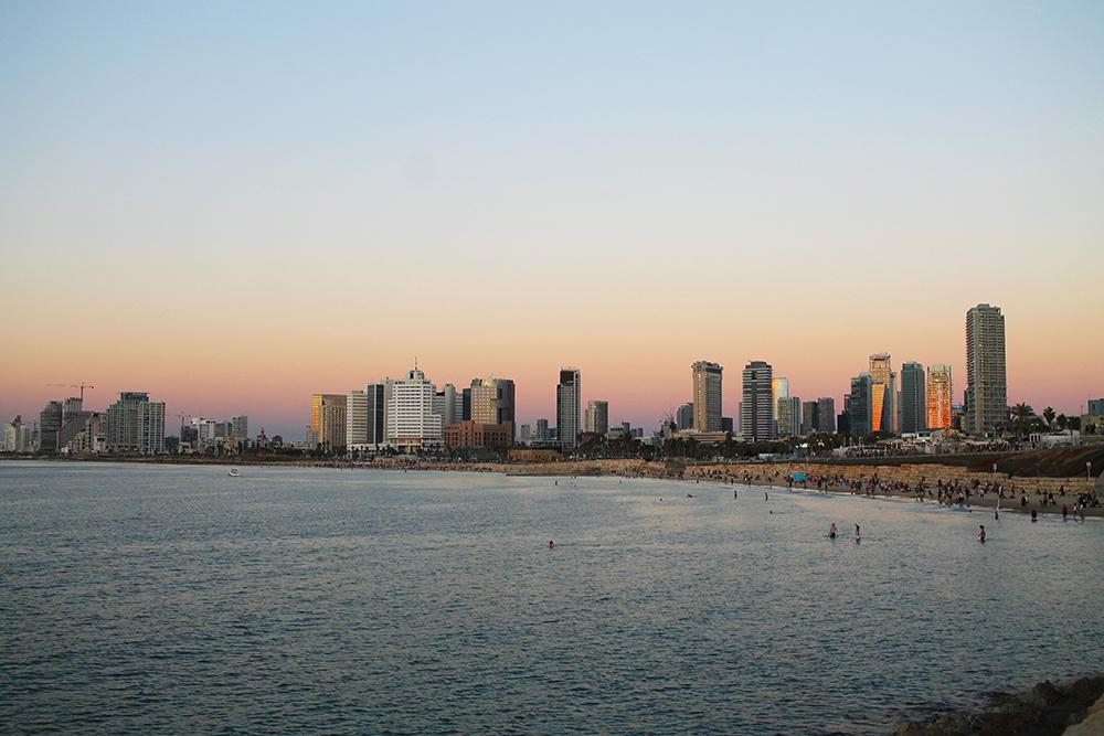 NOVEMBER: Solnedgang i Tel Aviv. Foto: Tenk Koffert