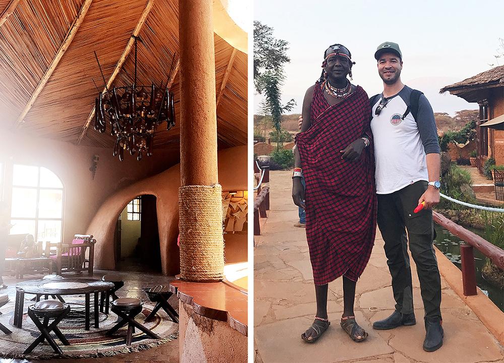 AMBOSELI SOPA LODGE: Dette bildet er tatt i lobbyen hos det første hotellet vi overnattet på, Amboseli Sopa Lodge. Se på det flotte taket! Masaiene er kjente for sine røde drakter og for at de er så høye. Det var ikke alle masaiene vi så som var så utpreget høye, men denne karen, som vi møte på Amboseli Sopa Lodge, var omtrent like høy som mannen min 😂. Foto: Tenk Koffert