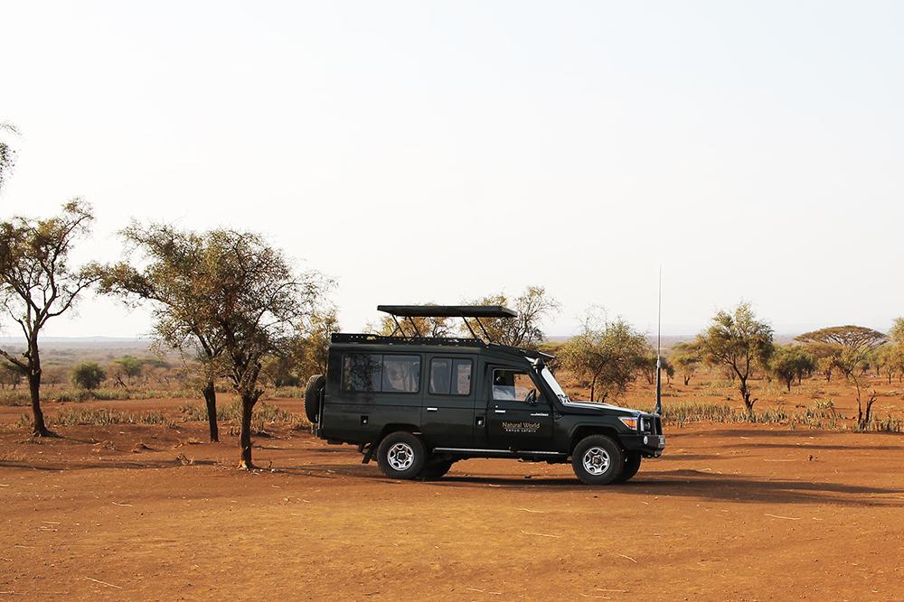 OUR SAFARI RIDE: Denne fine safaribilen kjørte vi rundt i hele uken, sammen med vår guide, Joshua, og et hyggelig par fra Danmark. Foto: Tenk Koffert