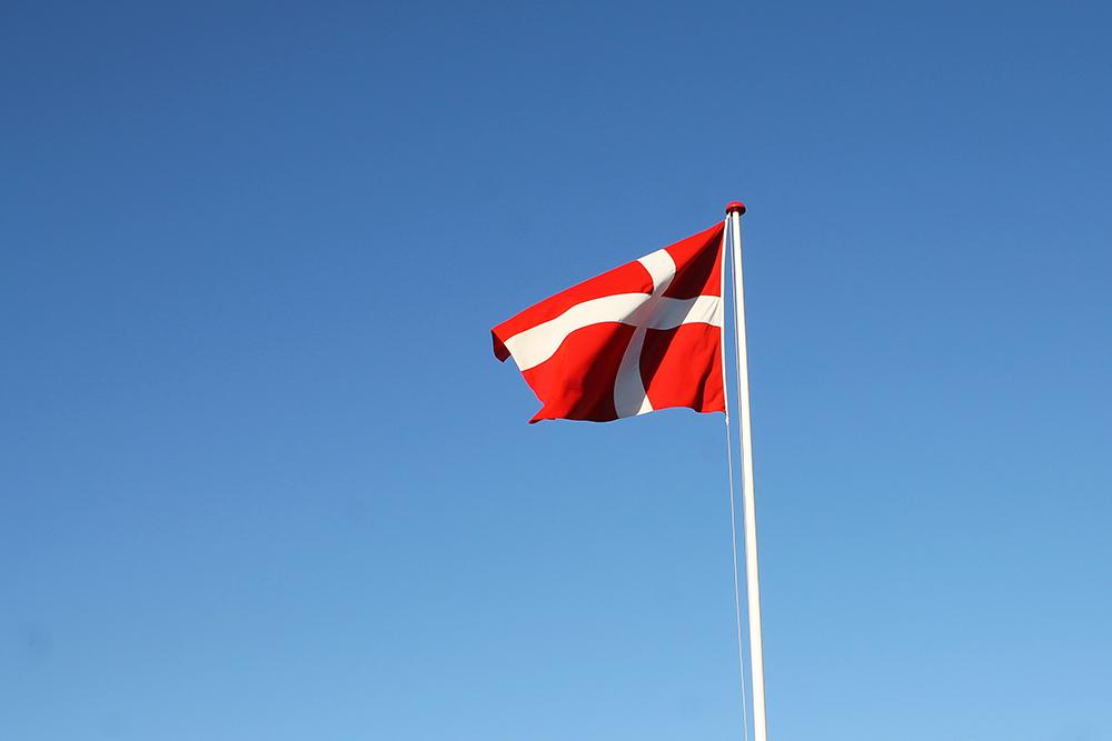 DANMARKSFERIE FOR HELE FAMILIEN: Jepp! Det  er  deilig å være norsk i Danmark! Foto: Tenk Koffert