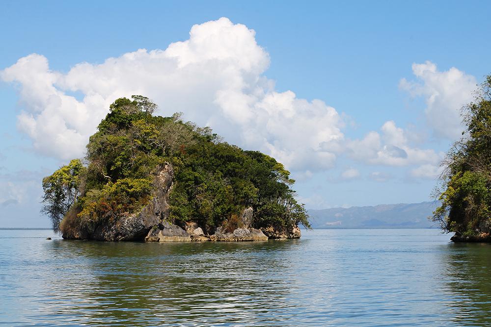 LOS HAITIES: Gå ikke glipp av den fantastiske naturparken Los Haities. Kjør båt mellom grotter, mangrover og vill natur på sitt absolutt vakreste. Foto: Tenk Koffert