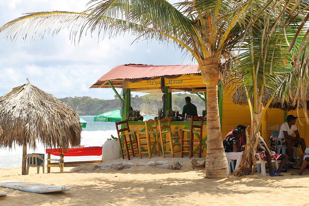FLOTTE STRENDER I DEN DOMINIKANSKE REPUBLIKK: Macao beach er et populært sted for surfere, for her er bølgene høye! Foto: Tenk Koffert