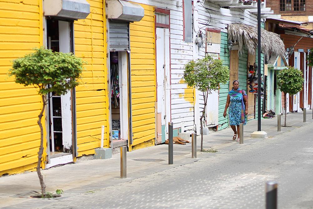 SANTO DOMINGO, DEN DOMINIKANSKE REPUBLIKK: Santo Domingos fargerike gater er det umulig å ikke bli glad av! Foto: Tenk Koffert