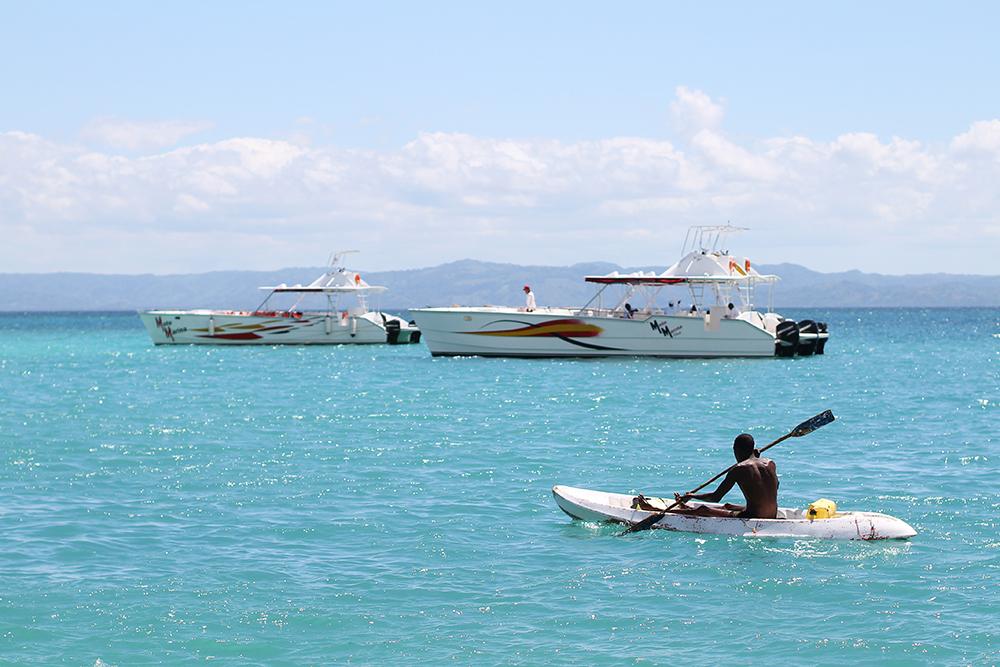 DEN DOMINIKANSKE REPUBLIKK: Jeg har aldri sett så turkist vann, som i Den dominikanske republikk. Foto: Tenk Koffert