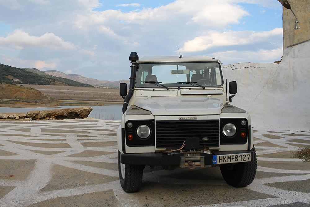 JEEP SAFARI: Bli med på Jeep safari på Kreta! Reiser du med rutefly, og dermed ikke har et charterselskap i ryggen, kan du sjekke ut turer fra  Safari Club . De samarbeider med de store charteroperatørene og er til å stole på. Foto: Tenk Koffert